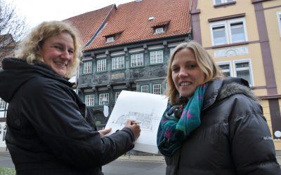 Isa Fischer zeichnet Fachwerkhäuser